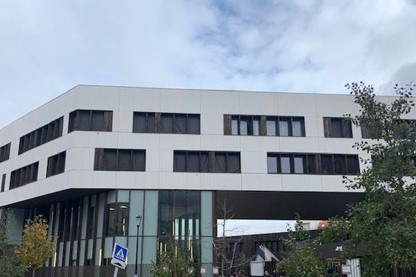 Les abords du lycée Angela Davis de Saint-Denis ont été le théâtre d'une violente rixe à l'arme blanche vendredi 8 novembre.