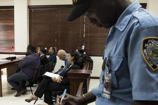 Affaire Air Cocaine : le 13 avril 2016, Nicolas Pisapia (chemise en jean) est jugé à Santo Domingo
