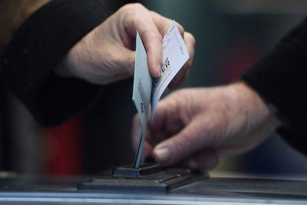 Hamon ou Valls? Dimanche 29 janvier, environ 200 bureaux de votes seront ouvert en Auvergne pour choisir le candidat du parti socialiste à l'élection présidentielle de 2017.