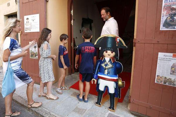 Pour retracer la vie de Napoléon en Playmobil le fondateur du micro-musée a utilisé 800 figurines.