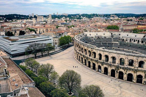 Nîmes - les arènes et le musée de la romanité vus du ciel - archives.