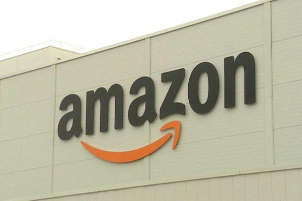 Enseigne d'Amazon sur la devanture d'un entrepôt - Archives