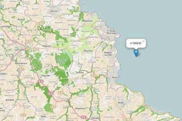 Le point bleu indique l'endroit où le chalutier a fait naufrage