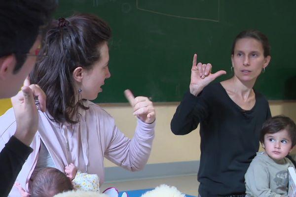 """Le signe pour dire """"pipi"""" peut être très pratique pour comprendre les besoins d'un enfant, une fois appris"""