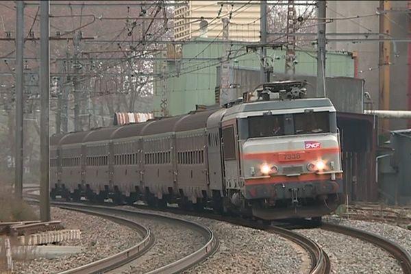 """En décembre 2018, l'association """"Rallumons l'étoile !"""" avait fait circuler ce train régional du nord au sud de Toulouse via la gare Matabiau."""