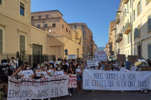 En juillet 2020, un rassemblement #Iwas dans les rues d'Ajaccio.