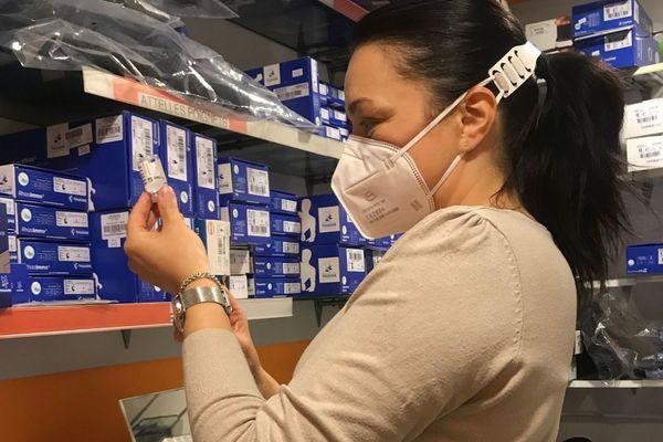 Docteur en Pharmacie. Chef d'entreprise. Mère de famille. Kinésithérapeute à l'Université d'Orléans. Représentante des pharmaciens à l'Union Régionale des Professionnels de Santé (URPS). L'une des premières pharmacies du Loiret à vacciner contre le Covid-19. Elle s'est portée volontaire pour le Vaccinodrome d'Olivet.