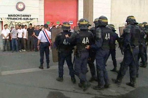 Blocage de la maison d'arrêt de Villefranche/Saône mardi matin (18/06/13)