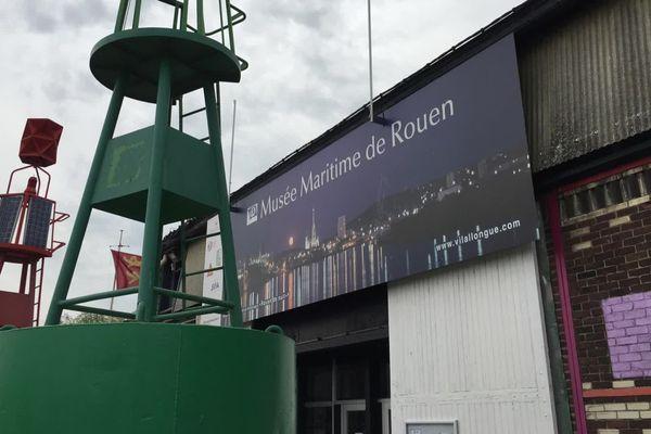 """Le Hangar 13 en aval du pont Flaubert hangar """"historique"""" du port de Rouen"""