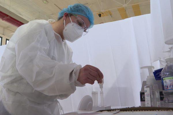 Une campagne de tests antigéniques est menée cette semaine à Avranches, Granville et Saint-Lô. Les résultats sont cnnus en un quart-d'heure