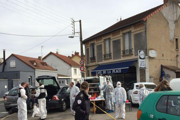 Dans la nuit du 2 au 3 mars, deux retraités âgés de 71 et 85 ans étaient retrouvés morts à leur domicile rue Raquin à Montluçon. Une enquête pour assassinats a été ouverte .