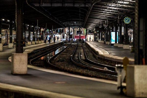 La grève se poursuit ce vendredi 26 décembre et de nombreuses lignes tournent au ralenti.