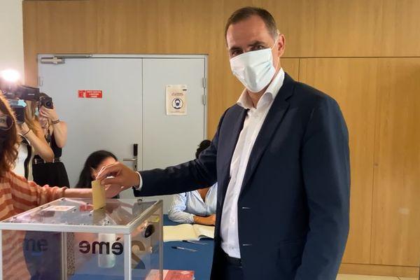 """Gilles Simeoni, président sortant du conseil exécutif de Corse et tête de liste """"Fà populu inseme"""", a voté à Bastia en milieu de matinée."""