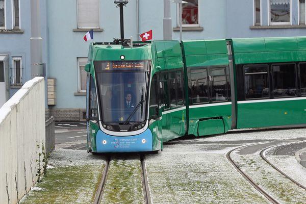 Le tramway reliant Saint-Louis (France) et Bâle (Suisse) a été inauguré le 09 décembre 2017