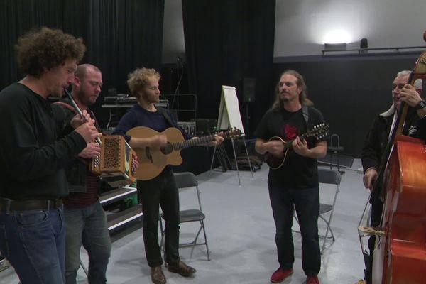 Le groupe Mes Souliers Sont Rouges en répétition au Chemin Vert pour le concert du 5 octobre au Zénith de Caen