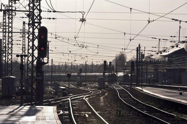 Le train direct en partance de Tours est arrivé ce dimanche 13 décembre 2020 en fin de matinée à la gare de Chartres.