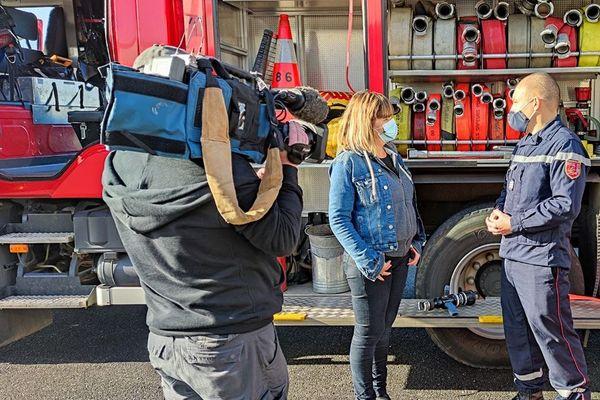 Delphine Roux à la rencontre des pompiers de Vivonne dans la Vienne