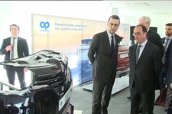François Hollande inaugure le centre de recherche et de développement de la société Plastic Omnium à Venette (60), le vendredi 15 avril 2016.
