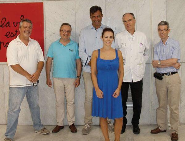De gauche à droite : Pr P. Staccini, Pr C-H. Marquette, Pr P. Baqué, Pr V. Esnaut, Pr J-P Fournier                             Au 1er plan : Emilie Panicucci, 1ère lauréate niçoise