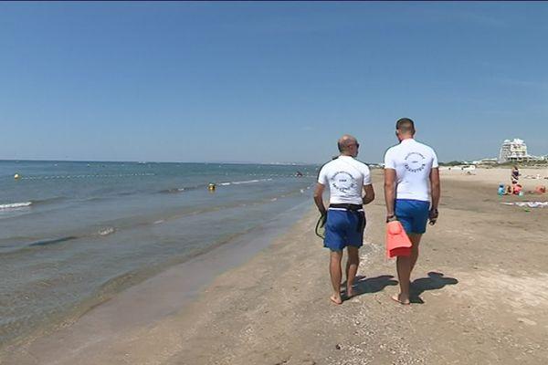 Maîtres-nageurs-sauveteurs CRS sur la plage de la Grande-Motte (Hérault), juillet 2019
