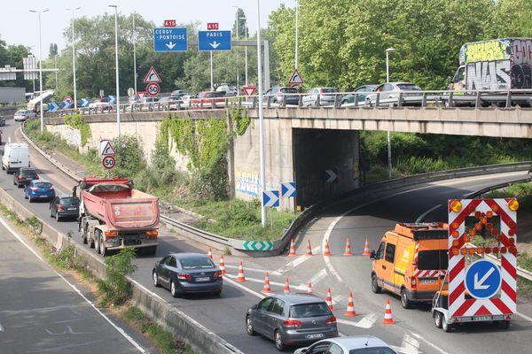 Suite à l'affaissement d'une partie d'un mur de soutènement soutenant la chaussée du viaduc de Gennevilliers en mai 2018, l'autoroute A15 avait été fermée à la circulation pour plusieurs semaines dans le sens Province-Paris.
