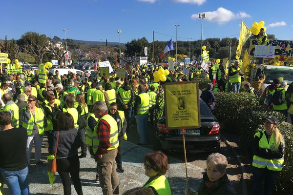 Plusieurs centaines de gilets jaunes rassemblés sur le parking saint-jean à La Ciotat
