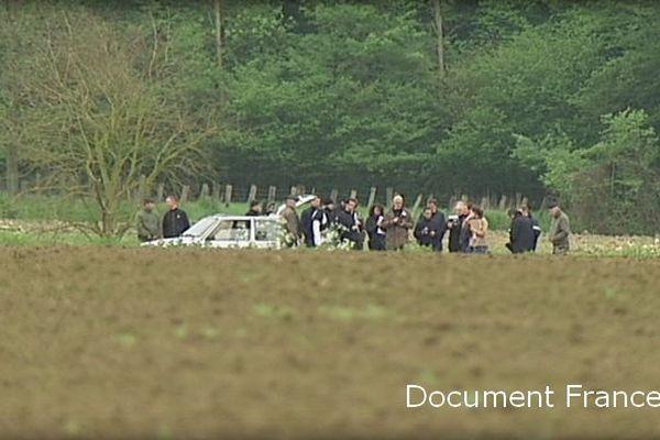 Le champ d'Attiches où le corps de Natacha Mougel a été retrouvée, le jour de la reconstitution.