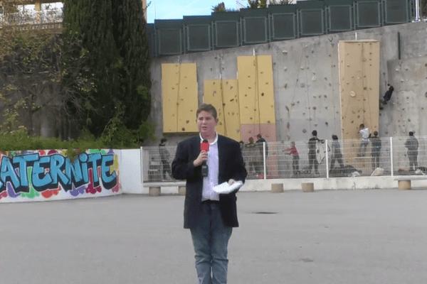 Les élèves-journalistes du collège Les Bréguières et du Lycée Renoir de Cagnes-sur-Mer se sont rendus dans un collège des Alpes-Maritimes pour interviewer des adolescents au sujet des attentats.