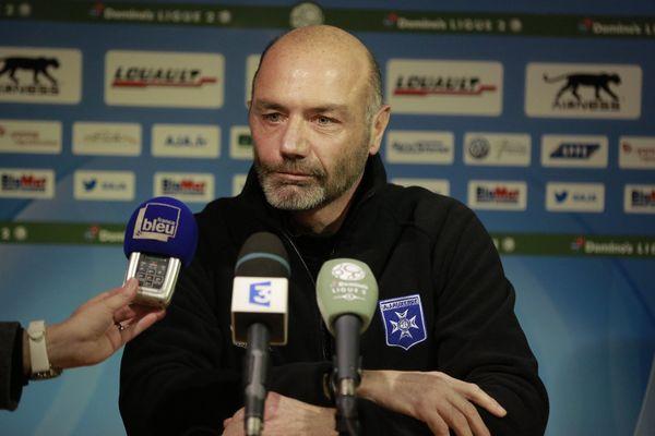 Cédric Daury, entraîneur de l'AJ Auxerre, lors de sa conférence de presse le 19 janvier 2017