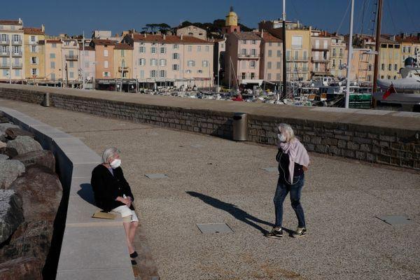 L'obligation du port du masque levée dans le Var, comme ici à Saint-Tropez dès mardi 12 octobre, mais à certaines conditions.