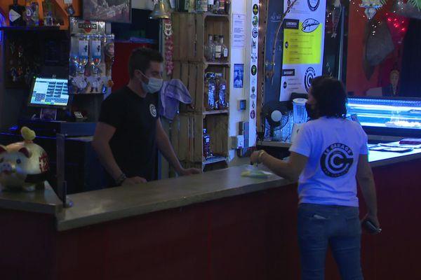 À Royan, le bar Le Garage fête ses 3ans sans les concerts et la piste de danse habituels, afin de respecter les consignes sanitaires.
