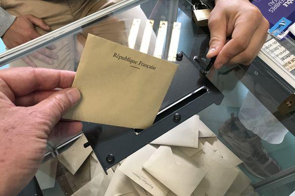 Brreau de vote à Nantes, le 20 juin 2021