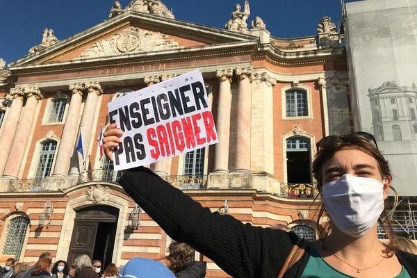 Les professeurs mobilisés Place du Capitole, le 18 octobre, pour rendre hommage à leur collègue décapité.