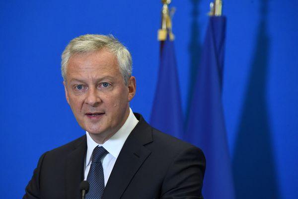 Le ministre français de l'Économie et des Finances, Bruno Le Maire, s'exprime lors d'une conférence de presse à l'issue d'une réunion au ministère de l'Économie à Paris concernant les aides aux secteurs économiques dans le cadre de la pandémie de Covid-19, le 30 août 2021.