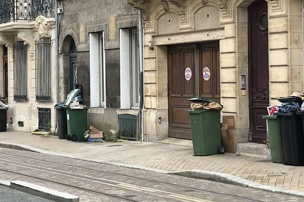 Grève des éboueurs et les poubelles dans les rues de Bordeaux mai 2020