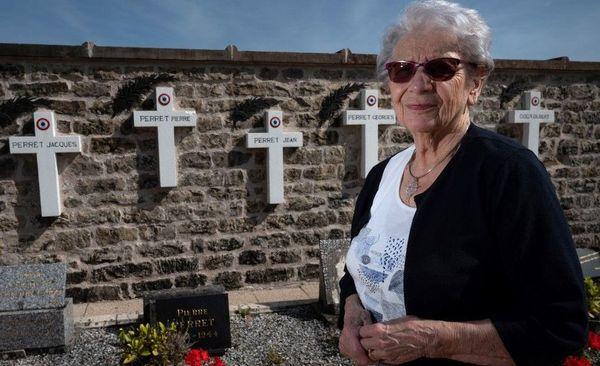 Marianne Stewart Perret a perdu deux de ses frères, Georges 17 ans et Jean 20 ans.