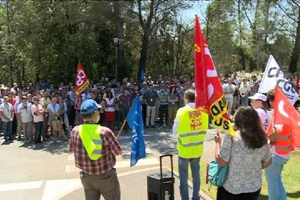 250 salariés réunis devant le site de l'entreprise à Sophia-Antipolis ce mardi midi.