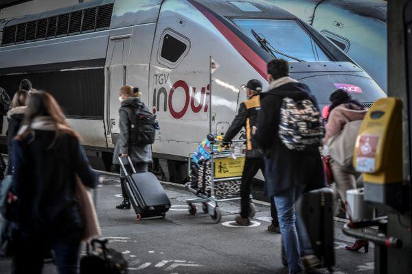 La presse spécialisée annonce que la SNCF envisage des liaisons entre Lyon, Nice et Marseille à prix plus abordables que les TGV dès l'année 2022.