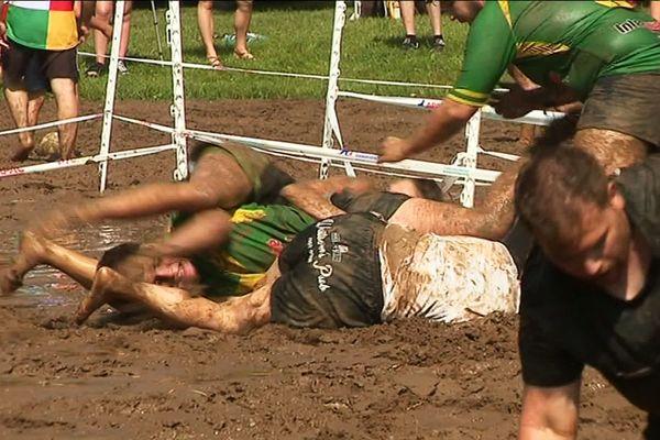 Le rugby cochon, discipline née près de Toulouse a très vite trouvé des adeptes en Dordogne !