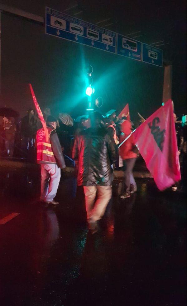 blocage au port de Ouistreham dans le cadre des manifestations contre la réforme des retraites