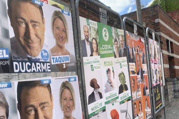 Des panneaux électoraux en Belgique