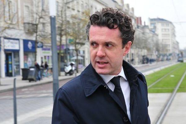"""Christophe Béchu, traqué par le blogueur masqué, """"Angers2014"""", qui lui reproche le financement de l'agence de communication de son épouse avec l'argent public alloué pour sa campagne électorale"""