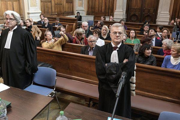 Procès en appel du Lévothyrox à Lyon le 7 janvier 2020 -Me Jacques-Antoine Robert, avocat de la société Merck, et Me Christophe Leguevaques, avocats des plaignants