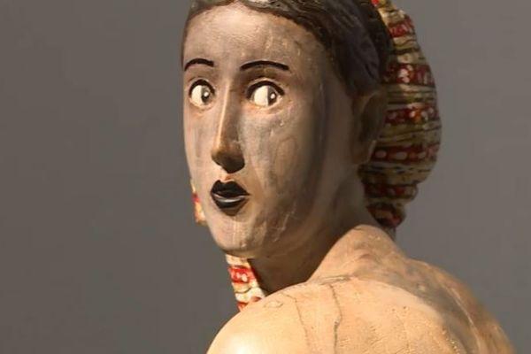 Un regard de femme façonné et peint par Jacques Lasserre