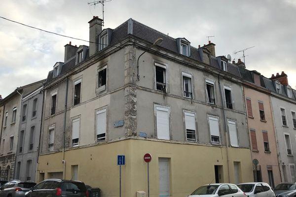 Un homme de 50 ans est mort dans l'incendie d'une habitation située rue du Docteur Thomas à Reims.
