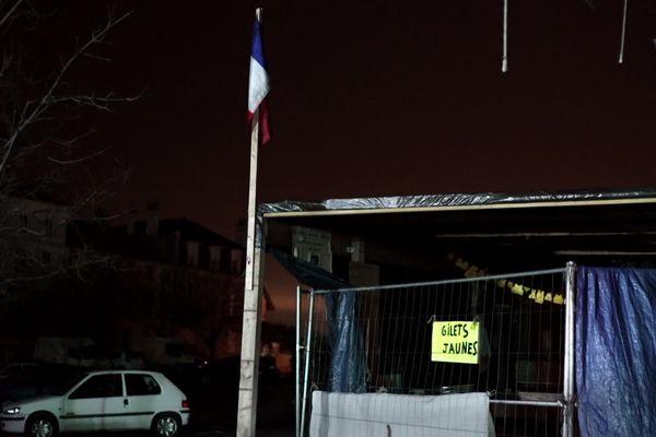 La cabane, devenue symbole de la lutte des gilets jaunes de Commercy (Meuse).