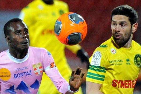 Sougou et Veigneau lors du match Evian FC Nantes