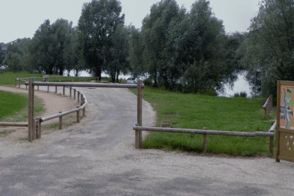 La Saône, au bout de l'avenue de la plage, à Jassans-Riottier dans l'Ain