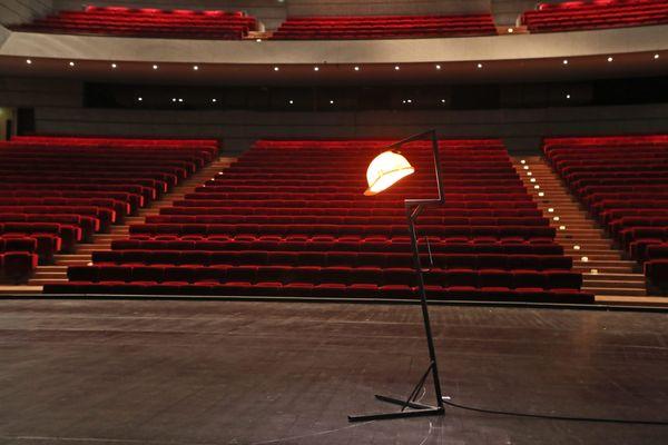 Les salles de spectacle vides et sans spectateurs pour encore plusieurs semaines.
