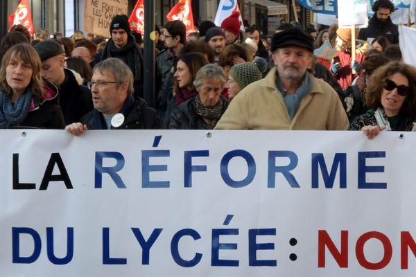 Une manifestation réunissant enseignants et lycéens avait déjà eu lieu ce mardi.